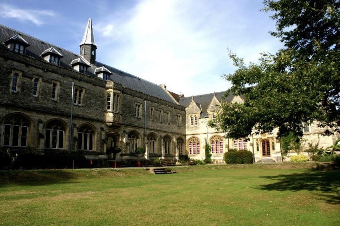 cursos de verano en chichester
