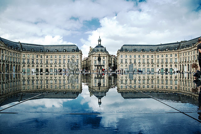 640px-Place_de_la_Bourse,_Bordeaux,_France